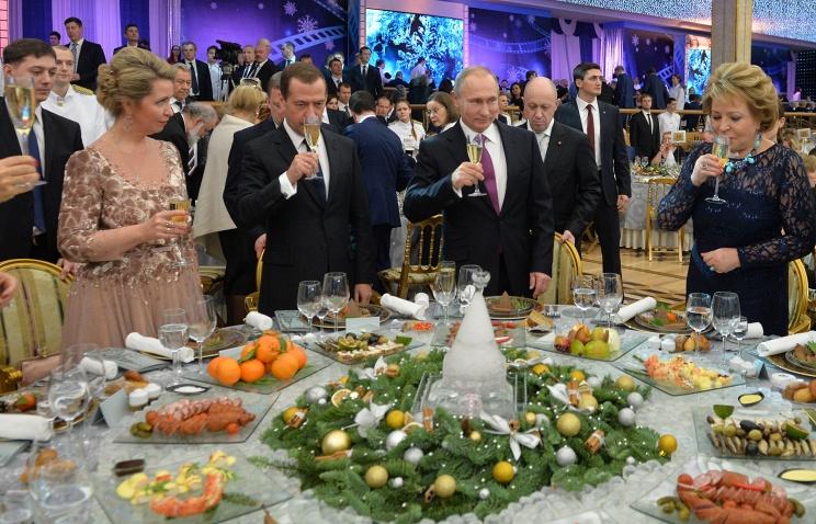 «Новогодний стол» 2013 VS2018