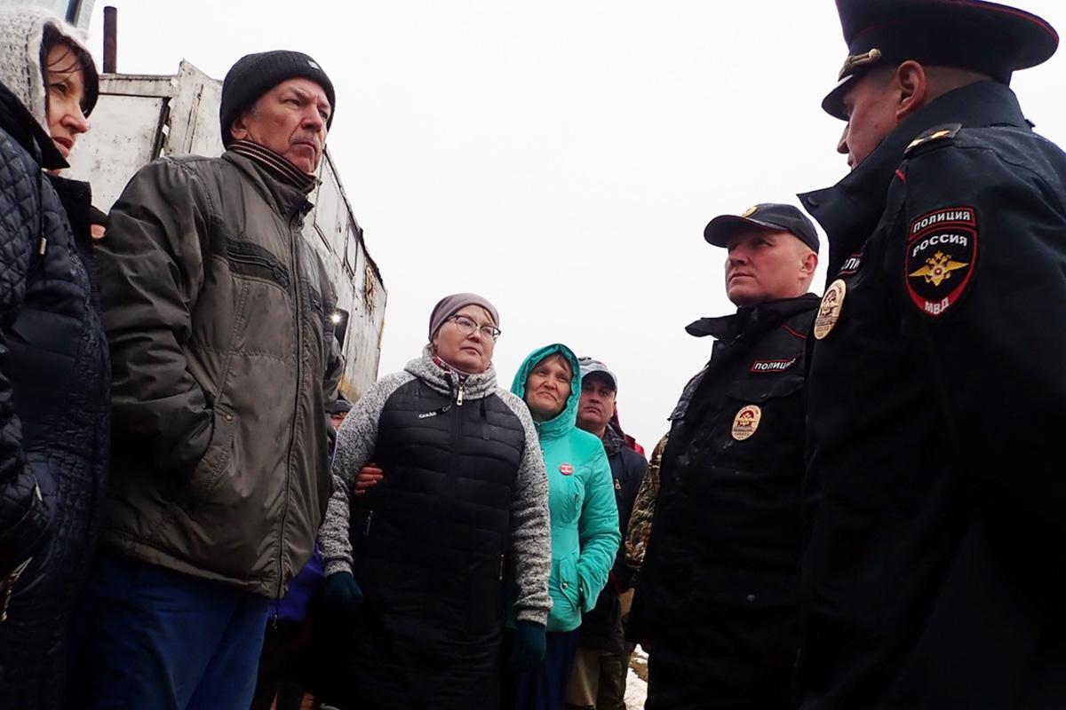 «Стыдно, что у нас такая полиция». Силовики начали разгонять эко-активистов на Шиесе