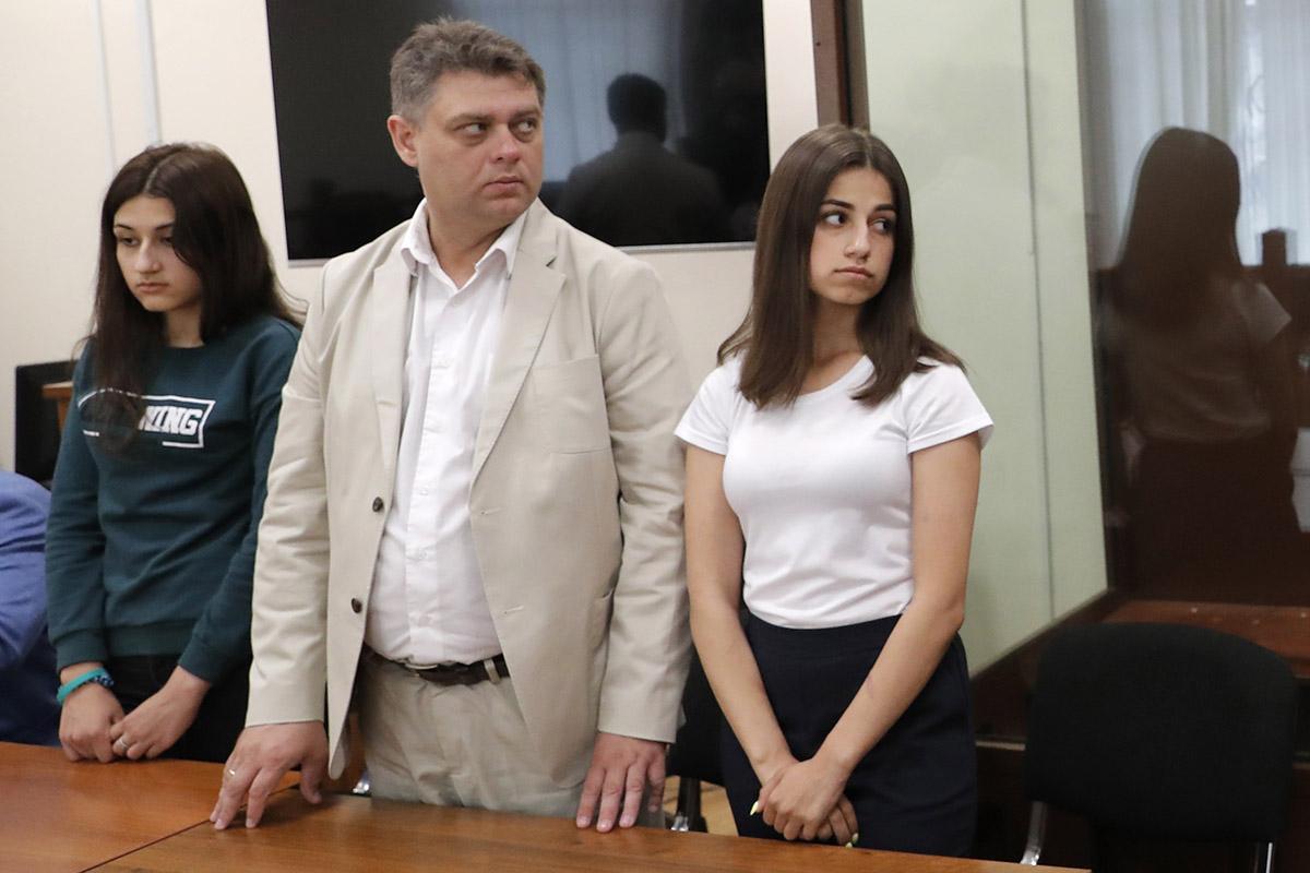 «Дело стало точкой кипения, когда невозможно больше терпеть»: вМоскве феминистки проведут марш вподдержку сестер Хачатурян