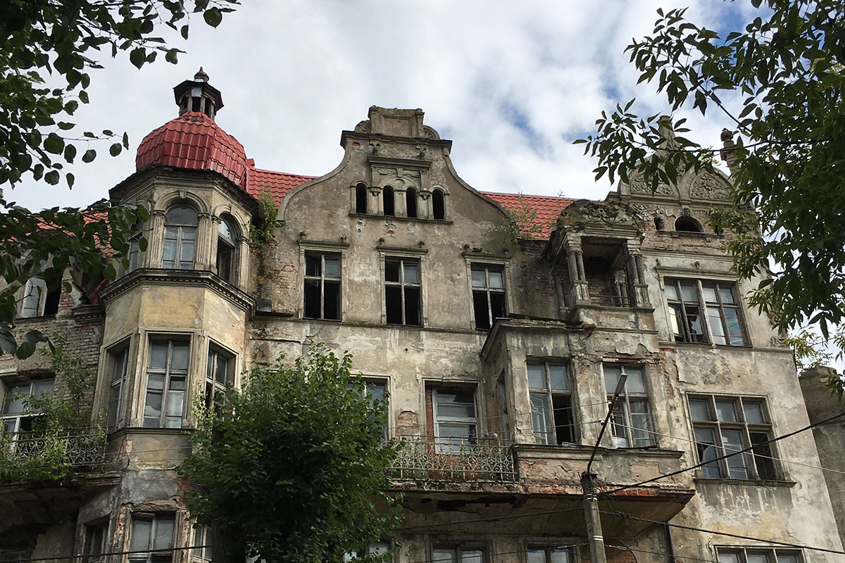 Насвалку истории: жители Советска требуют отставки мэра, при котором город начал гореть иразваливаться